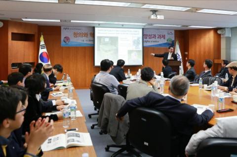 김용민 포항공대 총장이 16일 STEPI 과학기술정책 포럼에 참석해 인재 양성을 위한 방안을 제시하고 있다. STEPI