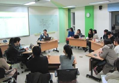 서울 서초3동우체국 무한상상실 '이야기우체통'에서 오는 24일부터 6개 프로그램으로 구성된 스토리텔링 아카데미를 개설한다. 프로그램 중에는 초등학생을 대상으로 한 기업가정신교육도 들어 있어 큰 주목을 받고 있다.