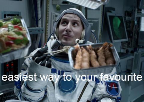독일의 온라인 음식배달업체 `딜리버리 히어로` 웹사이트. 우주선에서 음식을 시켜서 먹는 장면을 연출하면서 언제, 어디서든지 음식배달이 가능하다는 점을 홍보하고 있다.  ⓒ http://www.deliveryhero.com/
