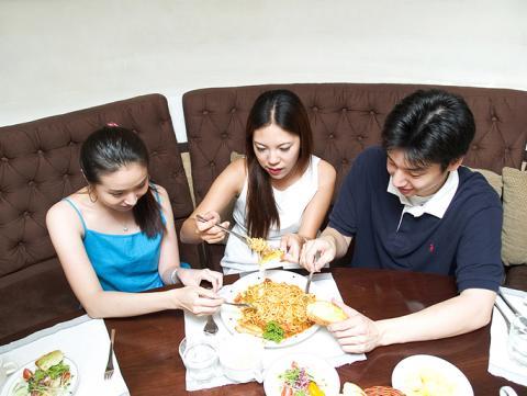 흔히 집 밖에서 식사를 할 때, MSG가 많이 들어간 음식을 먹게 된다고 생각한다. 인공 화학조미료를 많이 넣었다는 생각 때문이다. 하지만 MSG는 자연 식품에 소량으로 들어있으며, 원래 그 시작은 자연 식품이었다.  ⓒ ScienceTimes