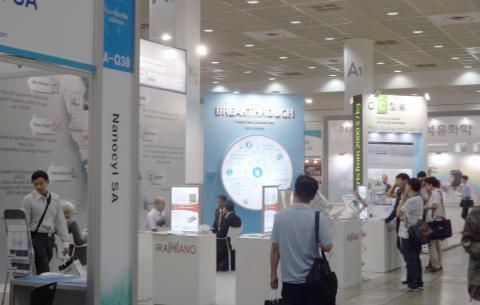 서울 코엑스에서 열리고 있는 '나노코리아 2014' 행사장. 15개국 339개 기업 및 기관에서 538개의 부스를 설치하고, 최근 제조‧판매되고 있는 나노 제품들을 선보이고 있다. ⓒ ScienceTimes
