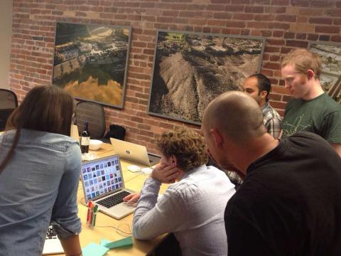 기업 투자가 최근 창업 분야에 몰리면서 세계적으로 창업 투자가 크게 늘고 있다. 사진은 인터넷 상의 비디오 분석 기술을 개발한  스타트업 '네온 랩스(Neon Labs)' 연구실.     ⓒ  http://www.neon-lab.com/about