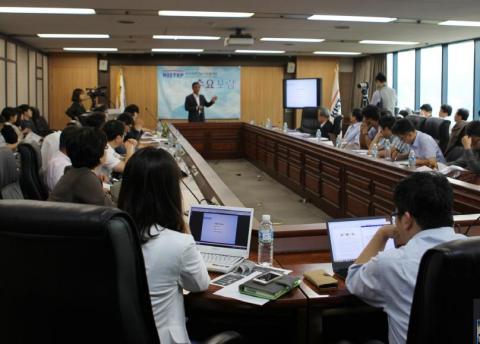 20일 서울 양재동 KISTEP 국제회의실에서 열린 수요포럼. 국가과학기술위원회 윤석진 융합연구본부장은 출연연을 중심으로 '융합클러스터'를 구성한 후 융합연구자에 대한 지원을 대폭 강화하겠다고 밝혔다