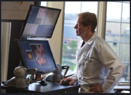 2명의 전직 비행사와 다수의 신경외과 의사들 간의 협력연구를 통해 개발한 SRP. 뇌‧척추와 같은 어려운 부위를 복사해 가상 수술을 할 수 있다.  ⓒ http://www.surgicaltheater.net/