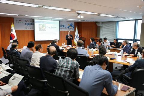 한국 대학 경쟁력에 대한 협의가 최근 활발하게 진행되고 있다. 사진은 지난 17일 '대학의 혁신'이란 주제로 STEPI에서 열린 과학기술 정책 포럼.
