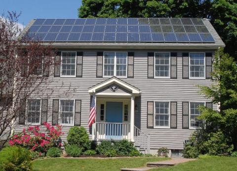 태양에너지 분석 시스템을 세계 최초로 개발한  'KWh 애널리틱스'가 에너지 분야에서 큰 성공을 거둔 스타트업으로 세계적인 주목을 받고 있다. 사진은 태양에너지를 생산하고 있는 주택.