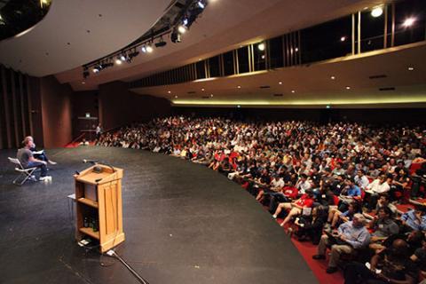 지난 2일 스탠포드대에서 저명한 창업 멘토인 폴 그레이엄 씨가 학생들을 대상으로 창업을 위한 강연을 하고 있다. 그레이엄 씨는 이 자리에서 학생들에게 자신의 충고를 6가지로 요약해 설명했다. ⓒ http://www.startupschool.org/