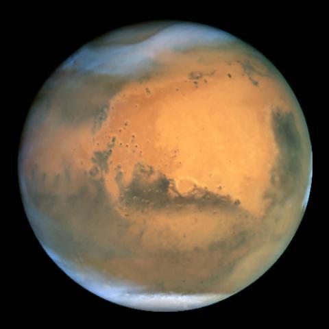 화성에 대한 많은 연구가 이뤄졌지만 여전히 관련된 연구는 많이 진행되고 있다. 특히 지구로 떨어진 화성의 암석은 좋은 연구 자료가 된다. 최근 화성 운석에서 생명체가 남겼을 가능성이 높은 탄소 흔적이 발견되기도 하였다. ⓒhubblesite.org
