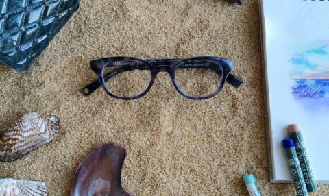 2011년 창업한 스타트업 '와비 파커'가 착한 마케팅으로 세계적인 주목을 받고 있다. 안경을 하나 팔 때마다 다른 하나를 저소득층에 기부하는 방식이다. '와비 파커'에서는 세계적으로 10억 명에 달하는 사람들이 돈이 없어 안경을 구입하지 못하고 있다고 주장하고 있다. 사진은 '와비 파커' 블로그.