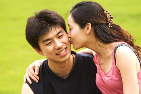 사랑의 힘은 어디까지 일까. 사랑에 빠진 사람의 뇌에서는 새로운 빛이 보인다. 평소와 같은 것들이 다르게 보이는 이유도 바로 여기에 있다. ⓒ ScienceTimes