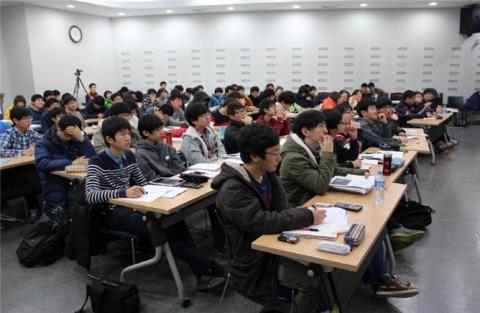 국제과학올림피아드 출전 한국대표단은 관찰추천제와 단계별 교육과정을 통해 선발된다. (사진은 제13기 천문올림피아드 겨울학교) ⓒ 천문올림피아드위원회