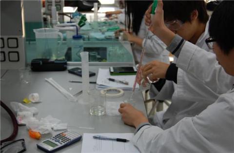 여러 단계에 걸쳐 국제올림피아드 대표학생 선발을 위한 교육프로그램이 진행된다.(사진은 2013년화학올림피아드 겨울학교) ⓒ 화학올림피아드위원회