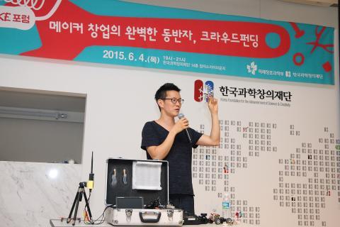 자신이 만든 드론에 대해 설명하고 있는 박현우 작가 ⓒ ScienceTimes