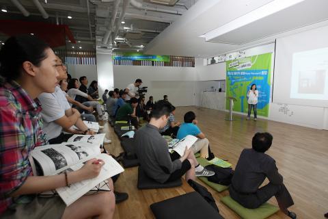 구혜빈 연구원은 팹랩을 통해 국가별 메이커 운동을 비교, 분석하는 사례를 발표하고 있다. ⓒ 김의제