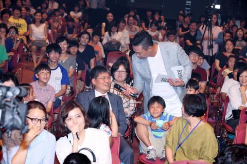 청중 속에 앉아있던 김승환 한국과학창의재단 이사장이 사회자 박준형 씨로부터 질문을 받고 있다. ⓒ ScienceTimes