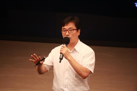 """김홍식 한국과학창의재단 책임 연구원은 """"컴퓨팅 사고는 새로운 문제 해결 방법을 찾기 위해 변화와 혁신, 상상력을 적극 이용하는 것""""이라고 설명했다."""