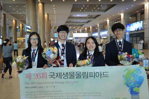 2년 연속 개인 1위를 차지한 국제생물올림피아드 한국대표단. ⓒ ScienceTimes