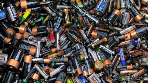 최근 배터리 기술의 발전은 놀라울 정도다. 더 많은 용량의 전기를 더 빨리 오랜 시간동안 안정적으로 공급할 수 있는 기술들이 속속 개발되면서 기존의 전기 에너지 시장을 바꿔놓고 있다.  ⓒhttp://www.ecotechservices.co.nz/