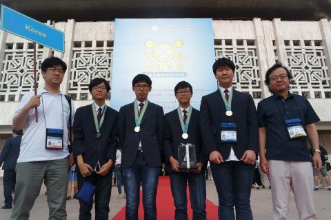 올해 종합우승의 쾌거를 올린 국제정보올림피아드 한국대표단 ⓒ ScienceTimes