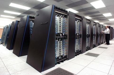 슈퍼컴퓨터 성능이 계속 업그레이드되고 있는 가운데 미중 양대국 간에 사이버 전쟁을 의식한 기술개발 경쟁이 벌어지고 있다. 사진은 미 아르곤연구소에 설치된 슈퍼컴퓨터 'IBM 블루진/큐' 시스템.