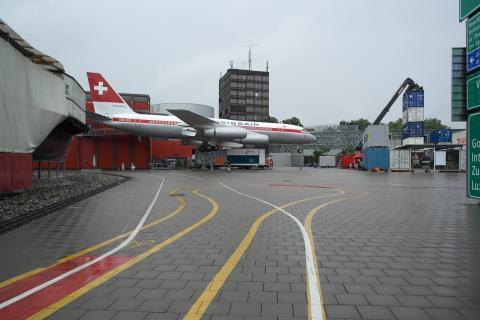 교통박물관의 실외 전시 공간에는 실제 크기의 비행기, 배 등이 전시되어 있다.  ⓒ 장미경