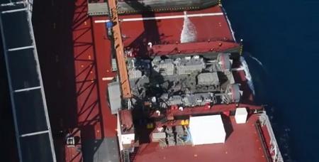 기동상륙지원선에 마련된 호버 크래프트 접안 시설