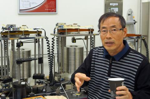 사용하기 간편한 중력측정기. 우 박사가 처음 개발해서 일본 동료에게도 전수했다. ⓒ 심재율 / ScienceTimes