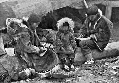 문화관련 증후군 중 하나인 피블록토(Piblokto)는 주로 에스키모 사이에서 나타나며, 짧은 시간 지속되는 해리상태를 의미한다.  ⓒ George R. King / Wikipedia