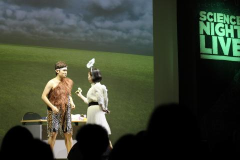 '진화요정'은 인류의 진화 과정을 재미있는 이야기로 풀어냈다.