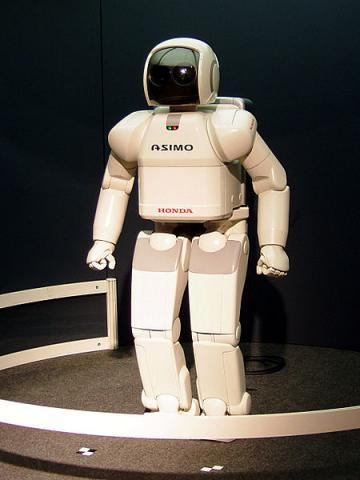 사람처럼 걷는 휴머노이드 로봇에 대한 관심이 많았고, 데니스홍 교수도 마찬가지였다. 사진은 휴머노이드 로봇인 ASIMO ⓒ Gnsin / wikipedia
