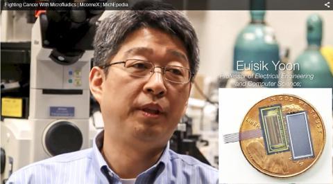 논문의 공저자로 연구에 활용된 미세유체 소자를 개발한 미시간 공대 윤의식 교수. 작은 사진은 세포 미세유체 소자 ⓒ YOON LAB / MICHIGAN ENGINEERING