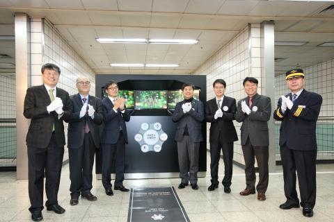상월곡역에 설치된 이 시설은 한국과학기술연구원의 최신 기술이 담긴 3D 체험 기기이다.  ⓒ 김의제 / ScienceTimes