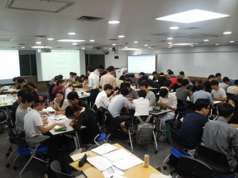 edu 3.0 강의실에서 학생들이 활발히 토의하고 있다. ⓒ 이태억 제공