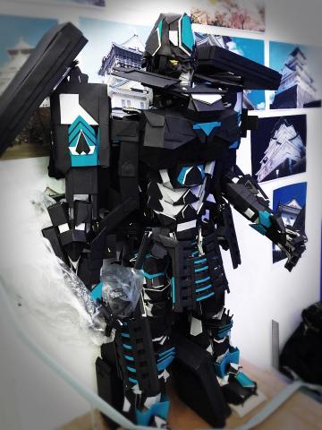종이접기 변신로봇, 오사카성으로 변신하는 로봇 ⓒ 아트센터 나비