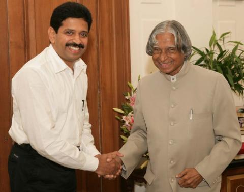 인도 핵무기의 아버지이자 대통령을 지낸 압둘 칼람(오른쪽). ⓒ Jashan