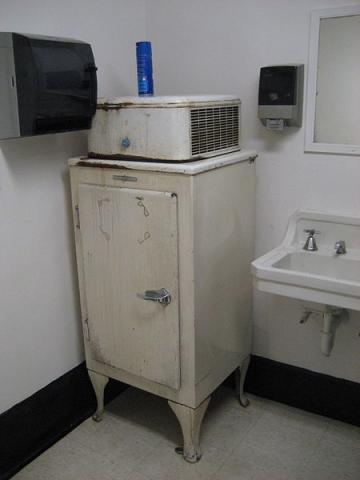 최초의 대량 양산형 냉장고인 GE의 모니터탑 모델. ⓒ Infrogmation, New Orleans(위키미디어)