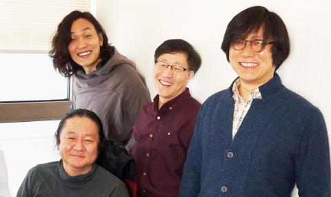 왼쪽부터 한재권 교수, 김재범교수, 이종필 박사. 앞줄은 원종우 대표 ⓒ 심재율 / ScienceTimes