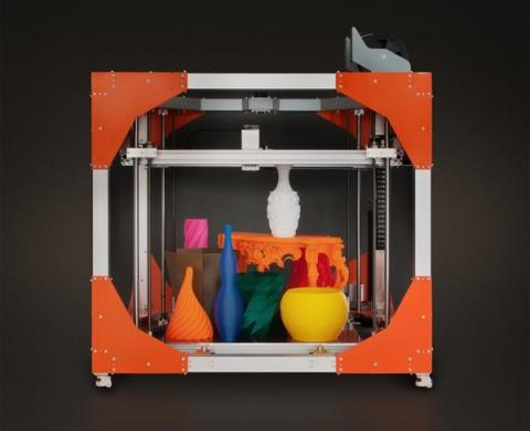 스타트업 '빅레프'에서 개발한 3D프린터 '빅레프 원 V3(BigRep One V3)'는 건축물 공간에 들어갈 테이블, 창틀, 장식품에 이르기까지 다양한 인테리어 용품 제작이 가능하다.