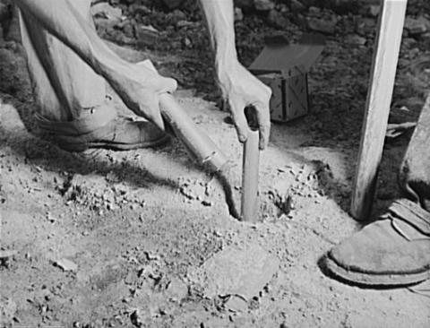 노벨이 발명한 다이너마이트는 운반 및 보관뿐만 아니라 발파 작업시 폭약을 설치하는 작업도 쉽고 안전하게 만들어주었다. ⓒ 위키피디아 Public Domain