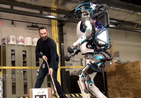 보스턴 다이나믹스가 개발한 이족보행 휴머노이드 로봇은 사람 처럼 걷고, 움직이고, 막대기로 밀어도 잘 쓰러지지 않는 균형감각을 갖췄다. ⓒ김은영/ ScienceTimes