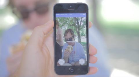 인공지능, 컴퓨터영상, 영상인식 기술이 급속히 발전하면서 시각장애인을 도울 수 있는 기술이 속속 개발되고 있다. 사진은 주변 영상을 사람 언어로 설명해주는 스마트폰 앱 '에어폴리'.