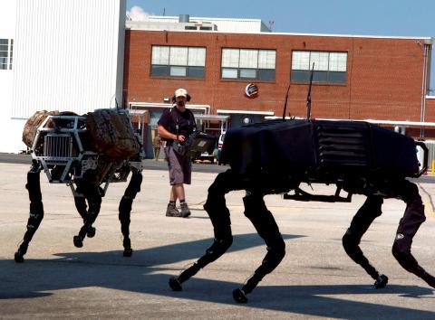 보스턴 다이나믹스가 개발한 군사용 로봇 '빅 도그'의 모습.