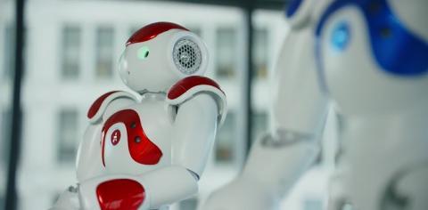 IBM의 인공지능 프로그램 왓슨이 장착된 로봇 '나오미'. 로봇과 인공지능이 인류의 신체적 지적 수준까지 유사하게 다가올 수 있다는 것을 보여준다.