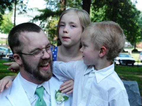 유전자 이상으로 주로 소년에게 발생하는 희귀병 ALD 의 치료 가능성이 열리고 있다.바이오신약 개발업체 블루버드바이오o)의 지원을 받고 있는 한 연구팀이 유전자치료를 통해 ALD 증상이 악화되는 것을 막는데 성공한 것으로 전해졌다.  ⓒ youcaring.com