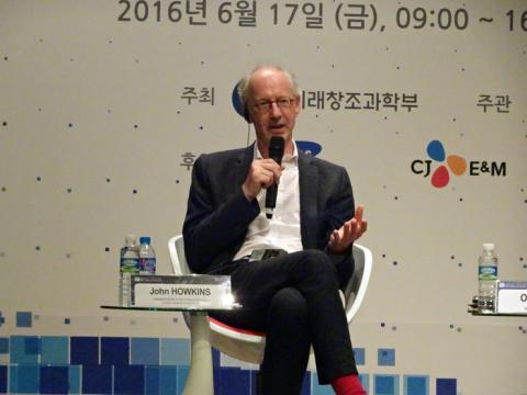 """'창조경제'의 창시자로 유명한 존 홉킨스 대표는 """"기술과 시장의 균형이 디지털 생태계를 만들어나가는 데 가장 중요하다""""고 강조했다."""