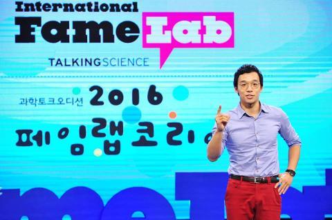 페임랩코리아 2016 대회에서 대상을 수상한 황영준씨 ⓒ 페임랩코리아