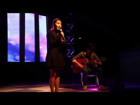 카이스트 태울석림제에서 노래하는 김지윤씨의 모습 ⓒ Stacy K at Youtube