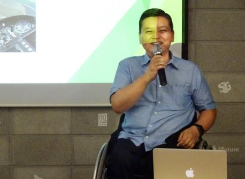 """실리콘밸리에서도 전무한 휠체어 장애인 최영재씨는 청년들에게 """"도전하면 이룰 수 있다""""는 용기를 전파했다."""