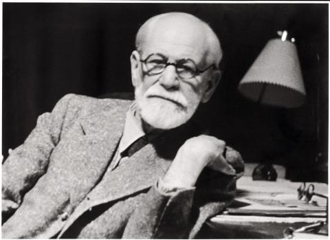 그동안 비판을 받아왔던 지그문트 프로이트의 무의식 이론이 최근 과학발전과 함께 '매우 정확했다'는 새로운 평가를 받고 있다.  프로이트는 그의 저서 '꿈의 해석'을 통해 현대 심리학의 기초가 되는 무의식 이론을 창시한 인물이다.