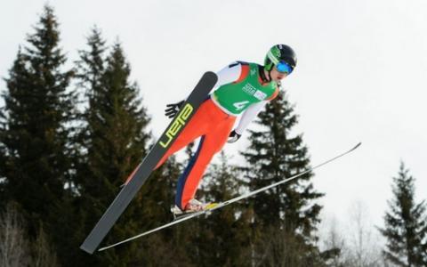 V자세로 활강하는 스키점프 선수 ⓒ olympic.org